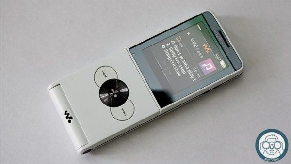 Sony-Ericsson-W350i-7